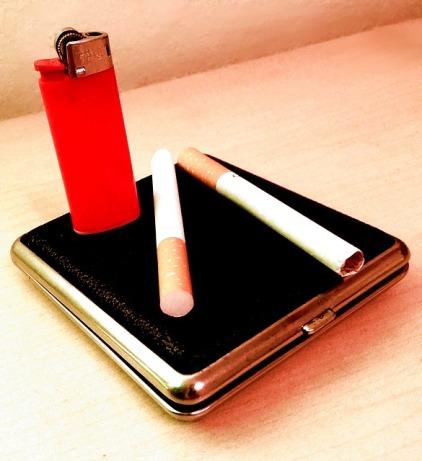 cigarettes-332230_640