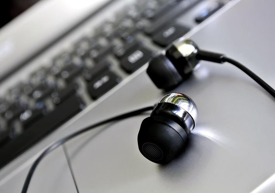 headphones-1854090_960_720