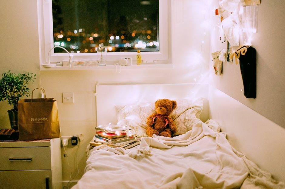 bed-bedroom-bedsheet-705665